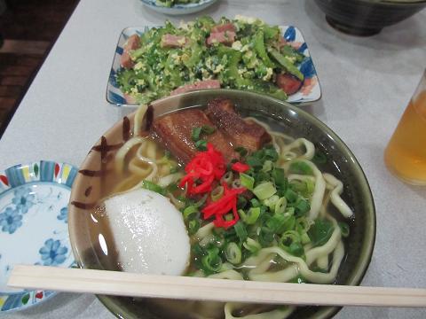 沖縄そばとゴーヤチャンプル