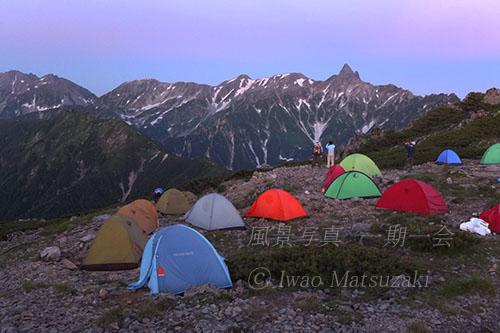 テント場と槍ヶ岳