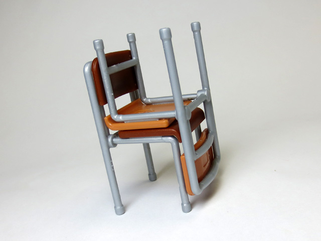 The_desk_and_chair_of_a_school_11.jpg