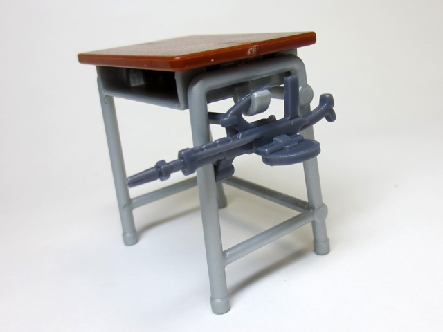 The_desk_and_chair_of_a_school_19.jpg