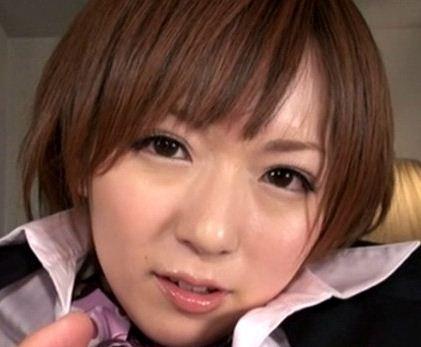 アイドル級の麻倉憂が女医で言葉責めニースト足コキのサンプル画像1