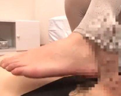 レギンスやトレンカの足コキや尻コキでフルボッキ着衣SEXのサンプル画像1