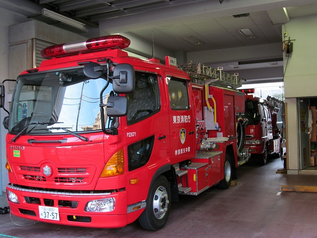 目黒消防署大岡山分駐所の消防車
