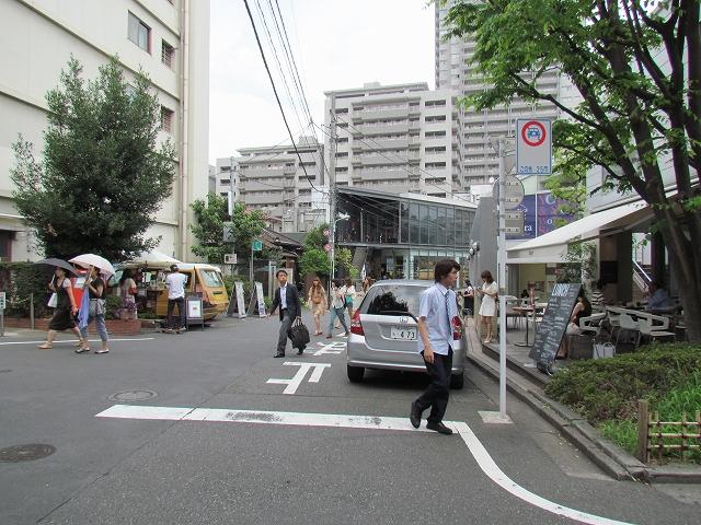 代官山駅前_1