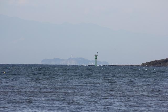 遠く江ノ島を望む_1