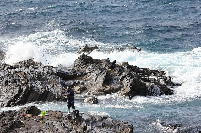 潮騒の丘の下の岩礁_3