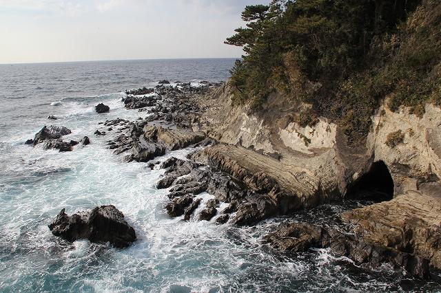 潮騒の丘の下の岩礁_4