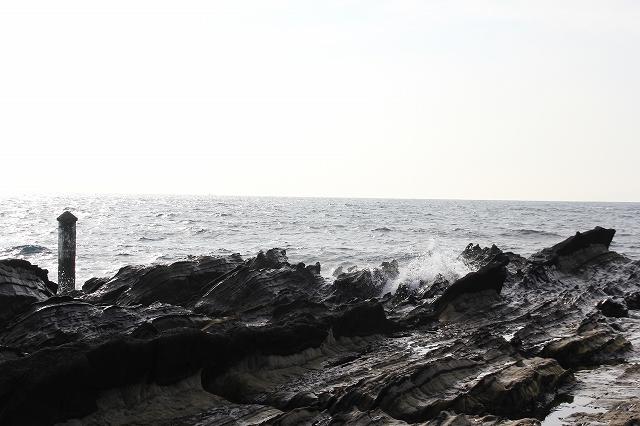 展望デッキと弁天島にかけての岩礁_4