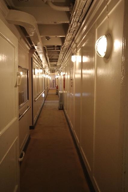 船室前の通路_1