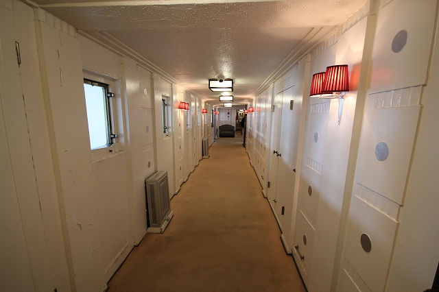 船室前の通路_2