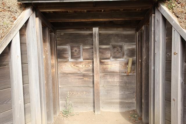 庚申堂鴨場付近にある鴨猟用の覗き窓付の土塁_3