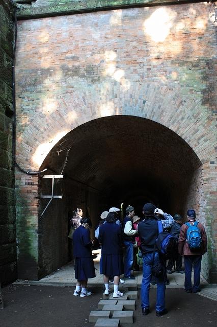 フランス積みレンガのアーチ造り洋式トンネル_1