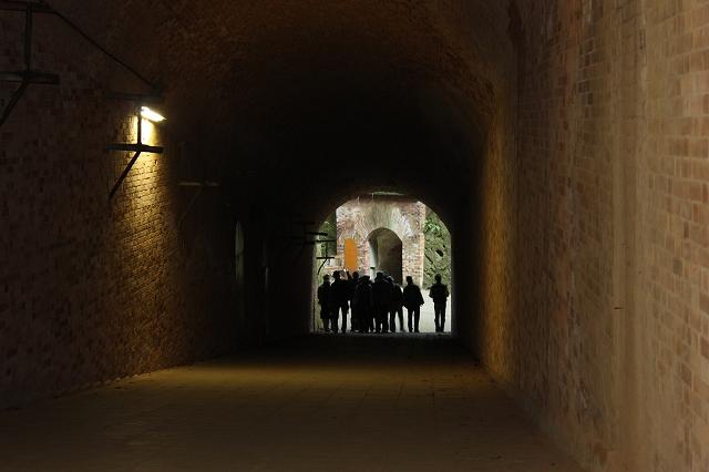 フランス積みレンガのアーチ造り洋式トンネル_2