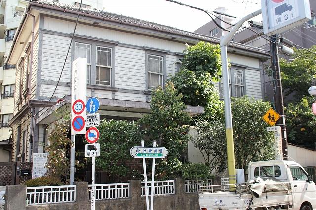 街道沿いで目立った建物他_8