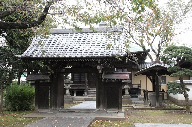地蔵堂とその前の門_2