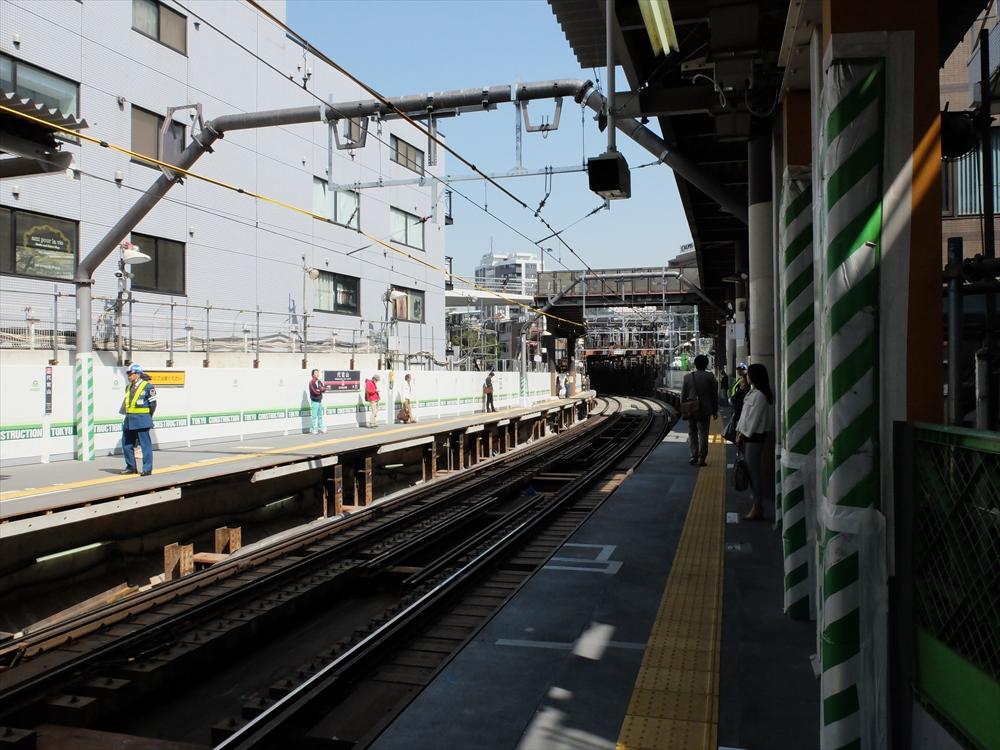 代官山駅のホームなどの様子_1