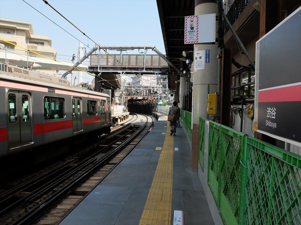 代官山駅のホームなどの様子_3
