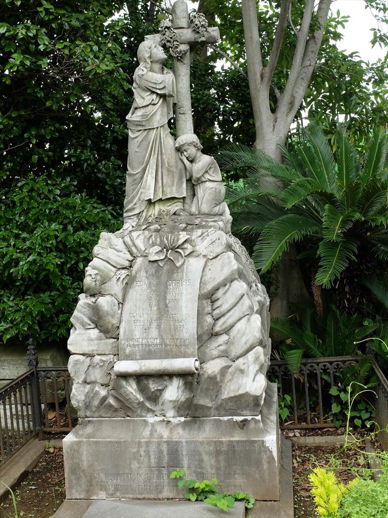 E・モリスの墓_2