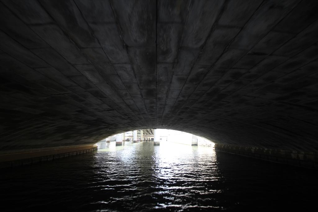 日本橋の橋の下というか裏側というか_3