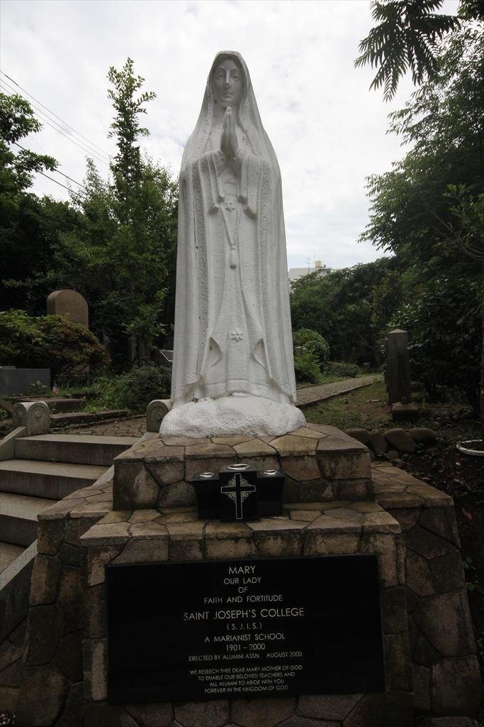 St.ジョセフ廃校に伴い捧げられた記念のマリア像_2