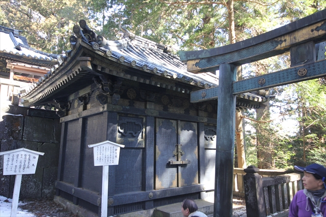 奥社銅神庫と奥社鳥居(銅製)_1