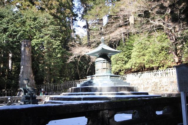 奥社宝塔を囲む石玉垣