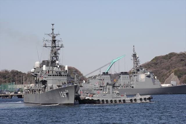 護衛艦やまゆきの出港の様子_2
