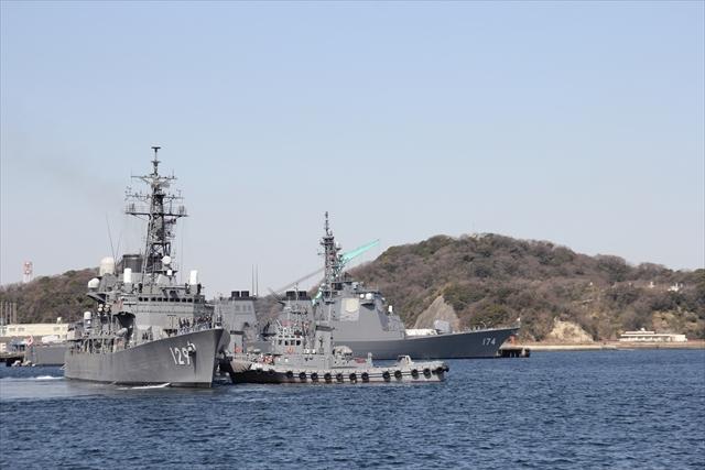 護衛艦やまゆきの出港の様子_3