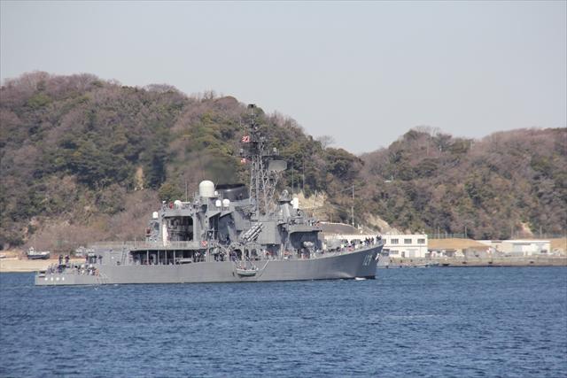 護衛艦やまゆきの出港の様子_23
