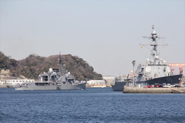 護衛艦やまゆきの出港の様子_24