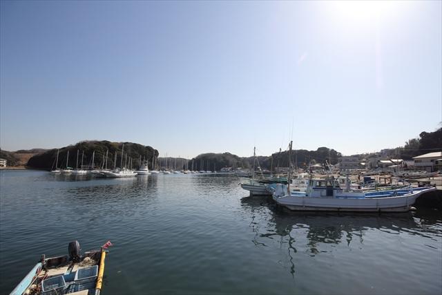 湾内に停泊中のヨット・漁船など_2