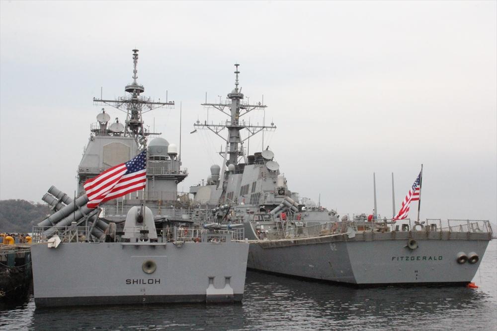 手前の2艦船