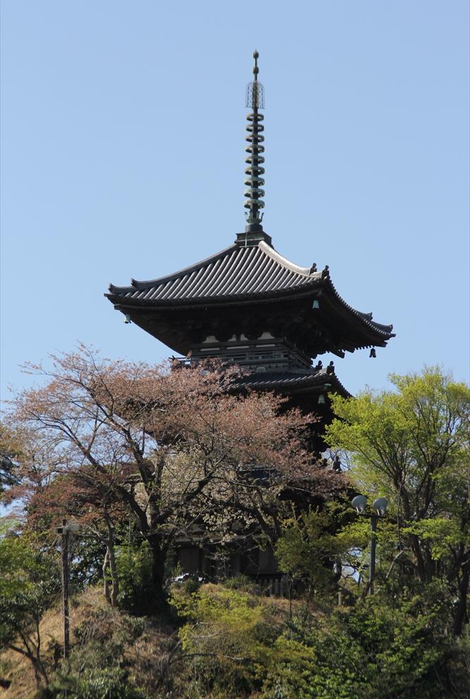 大分近くに見えてきた旧燈明寺の三重塔_1