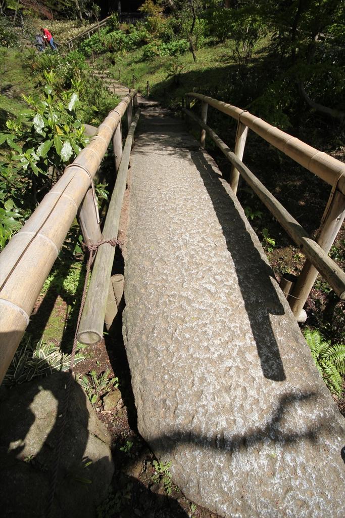 月華殿などへ向かう石橋