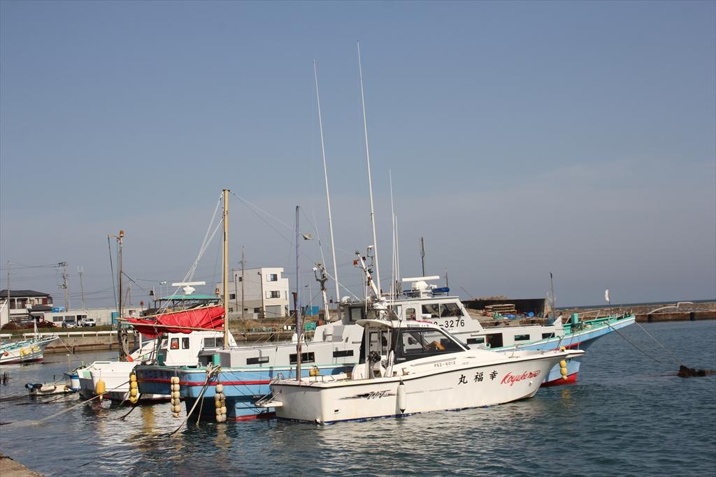 普通の小型漁船や釣り船らしきもの_1