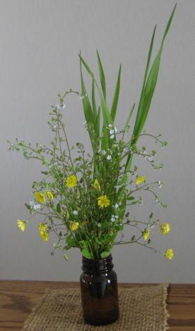 野の花を生ける 1