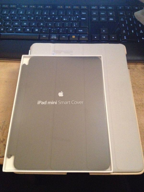 カバーで分かるiPad miniのサイズ。