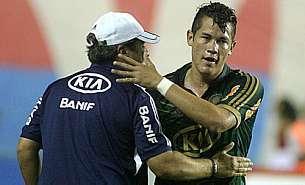 PalmeirasKleniaBetinho_18outubro2012_EdsonRuizAE_305x185.jpg