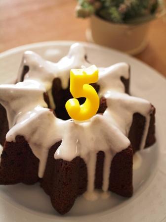 ダブルチョコレートの星型ケーキ