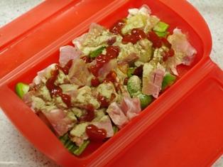 詰めるだけご飯でクリスマスゆきだるまのキャラ弁当06