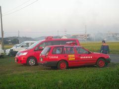 [写真]消防検査を終えたファイヤーマンが帰るところ