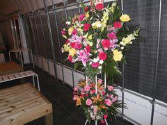 [写真]開園祝いに届いたスタンド花