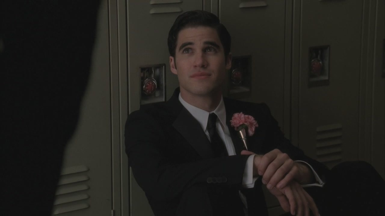 Klaine-Glee-2x20-Prom-Queen-bigger-picture-kurt-and-blaine-21948960-1280-720.jpg