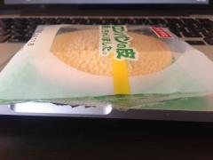 ヤマザキ メロンパンの皮焼いちゃいました。:厚み