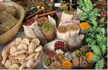 Sevillaの市役所広場ベレン市に設けられた香辛料や果実